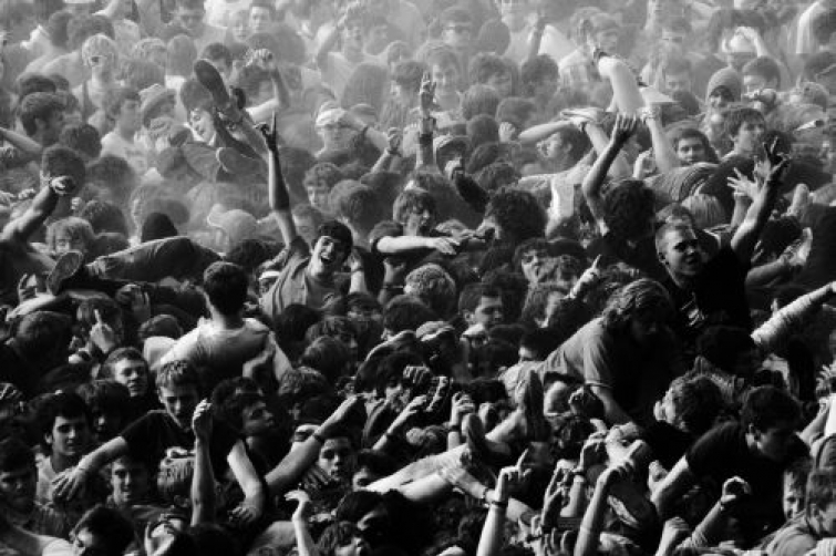 to mosh or not to mosh Doing mosh serves not only to construct a personal narrative that aligns our cultural histories with a commitment to particular social groups but to embed us within.
