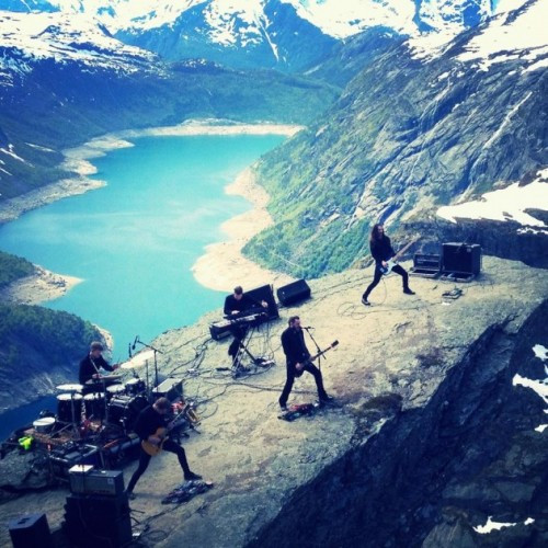 Shining-live at Trolltunga